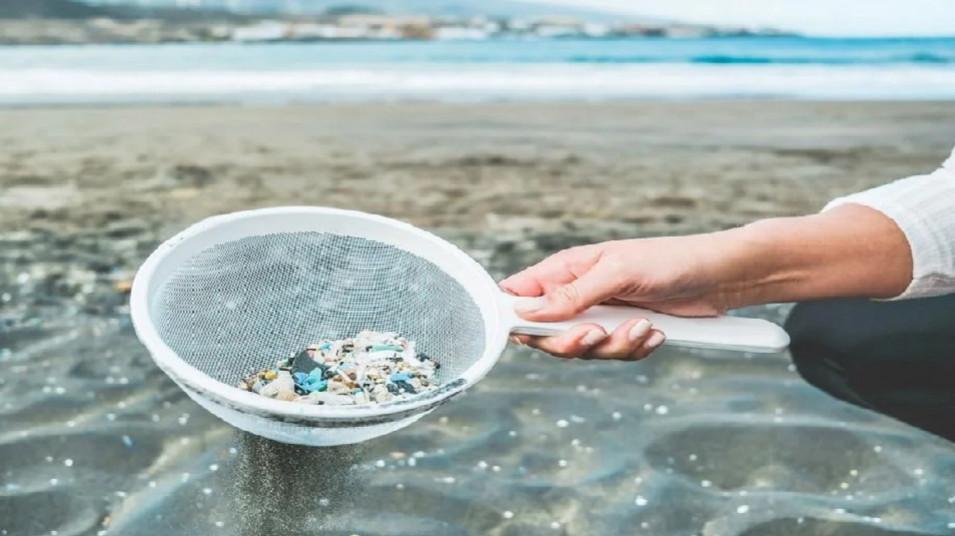آینده حذف میکروپلاستیکها از آب با استفاده نانولولهها
